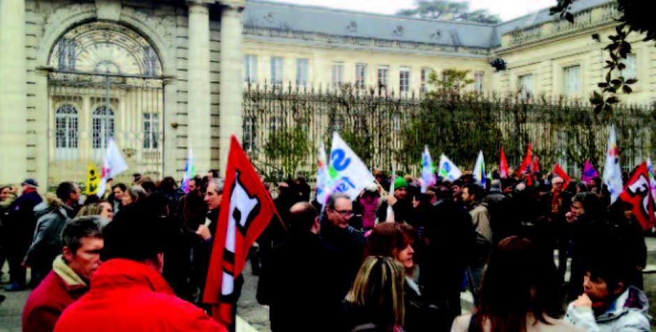 Fonction publique : manifestation devant la préfecture